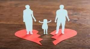 famille dont les parents paient le coût d'un divorcent