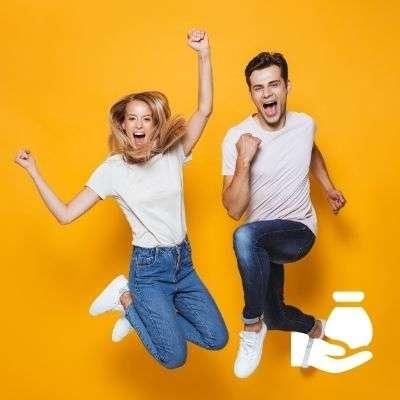 Couple heureux de pouvoir demander un prêt personnel sans justificatif